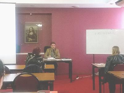 Выступление одного из лекторов на семинаре во Владивостоке